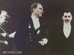 1927 - Şeref Tribününden töreni kabul ediyor