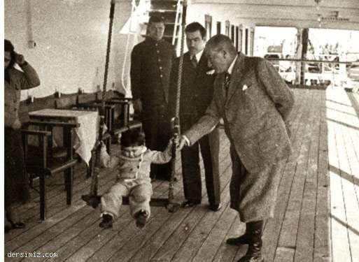 Cumhurbaşkanı Atatürk, Ege Vapuru'nda küçük Ülkü ile