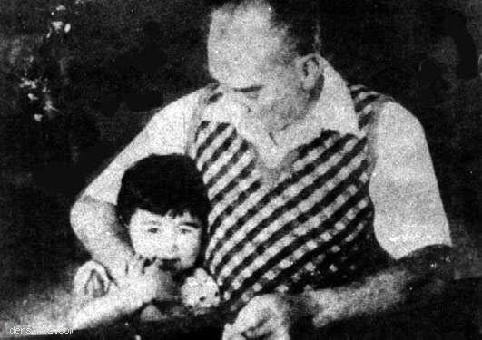 Cumhurbaşkanı Atatürk ve küçük Ülkü Florya'da