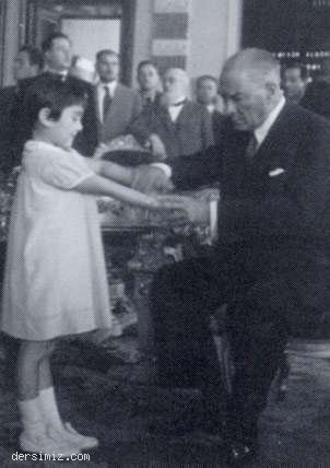 Cumhurbaşkanı Atatürk, İstanbul'da küçük Ülkü ile resim ve heykel sergisinde