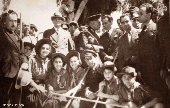 Cumhurbaşkanı Atatürk, Mersin'de izcilerle