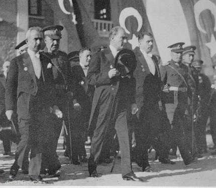 1929 - Cumhuriyet Bayramı kutlamalarını kabulden sonra