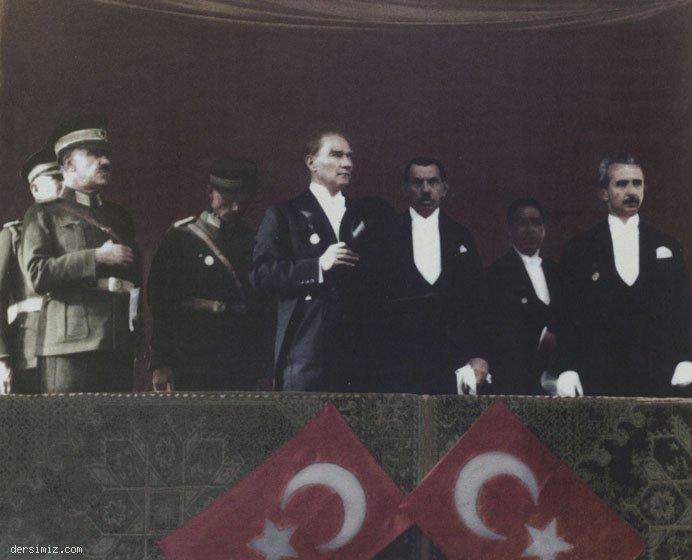 1929 - Cumhuriyet Bayramı'nda şeref tribününde