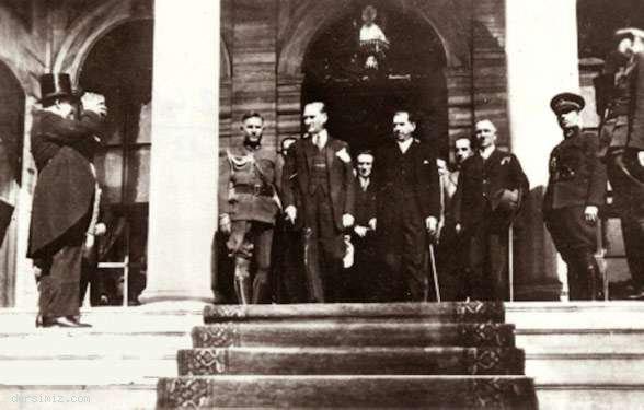 1933 - Cumhuriyet'in onuncu yılı kutlamalarına giderken