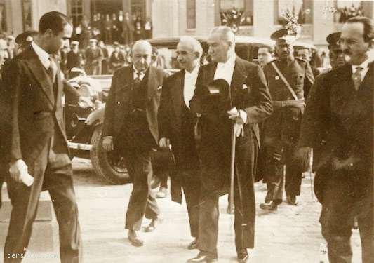 1933 - Cumhuriyet'in onuncu yılında Başbakan İsmet Paşa ile