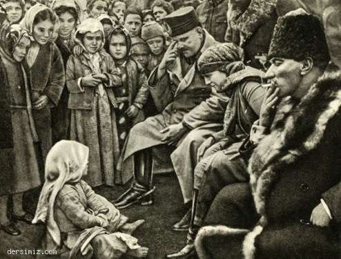 Edremit yolunda, Ergama köyü çocukları ile birlikte