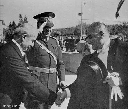 1936 - TBMM'ye gelirken Başbakan İsmet İnönü tarafından karşılanışı
