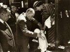 Cumhurbaşkanı Atatürk, küçük Ülkü ile bir geziden dönerken