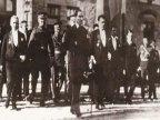1933----Cumhuriyetin-onuncu-yilinda-TBMMden-toren-alanina-giderken