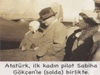Ataturk-Ilk-kadin-pilot-Sabiha-Gokcen-ile