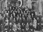 1911 y�l�nda Dar�lf�nun Edebiyat �ubesinden mezun olanlar hocalar�yla