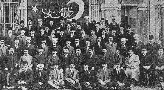 1911 yılında Darülfünun Edebiyat Şubesinden mezun olanlar hocalarıyla