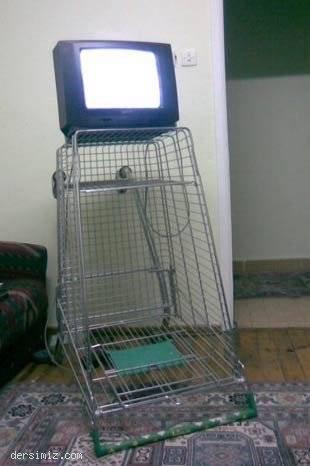 TV li alışverişi arabası