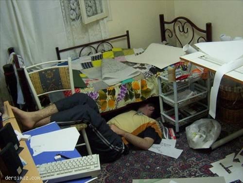 Üniversiteli öğrencilerin komik ev halleri